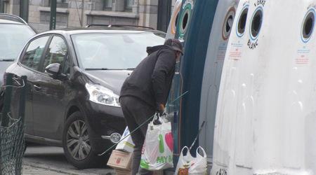 Това е клошар в Брюксел.  Клошари има във всички големи градове и те не са проблемът за ефективното действие на разделното събиране на отпадъците у нас, категорична е Евгения Ташева. [Загорка]