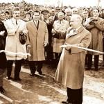 5 ноември 1963 г. Тодор Живков лично открива първите мощности в новопостроения комбинат. Денят е обявен за официален празник на металурга