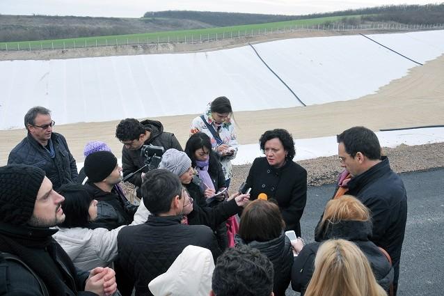 Ивелина Василева провери изграждането на регионално депо в бургаското село Братово. Снимка: БТА