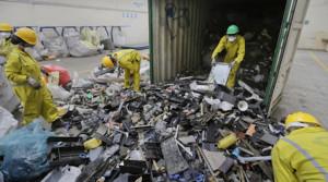 Завод за рециклиране на електронни отпадъци в Найроби, Кения. | Фотограф: Ben Curtis