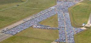 Милиони нови автомобили ръждясват по полетата, пристанища и летища в цял свят