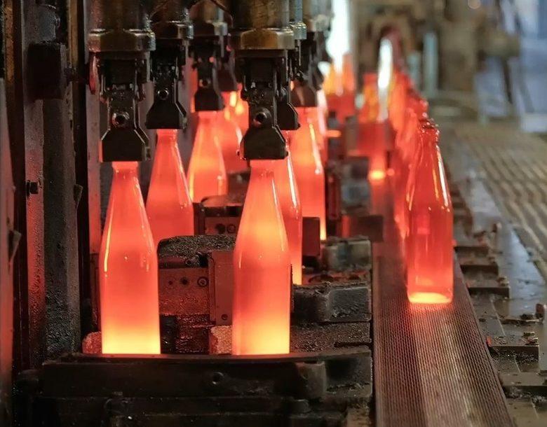 Стъклото е материал, който може да се рециклира 100%, безброй пъти, без да губи своите качества.