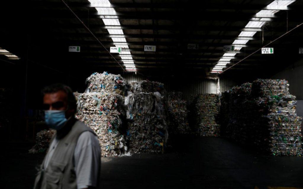При сегашните нива на инвестиции в рециклирането компаниите няма да постигнат целите си, твърдят анализатори от ICIS и Wood Mackenzie.